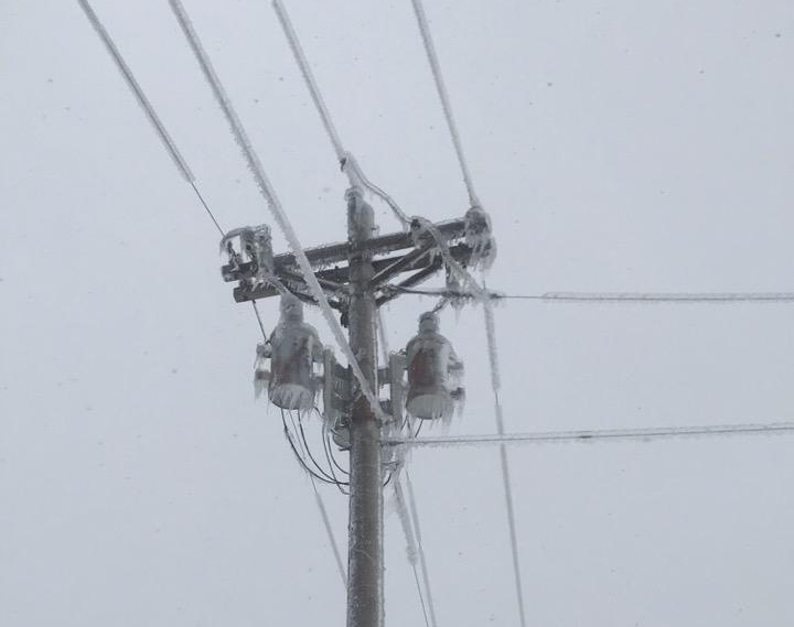 Ice size of pop cans was reported on lines near Stickney, SD.